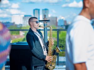 заказать живое выступление саксофониста на празднике
